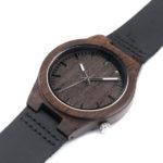Dřevěné hodinky určují styl a módní trendy